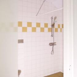 bodentiefe Dusche im holländischen Gruppenhaus Beuk für behinderte Menschen