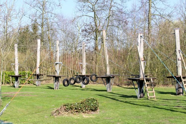 a Niedrigseilgarten am niederländischen Gruppenhaus Bakhuis für behinderte Menschen