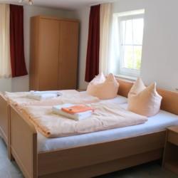 Das Doppelzimmer im deutschen handicapgerechten Haus Hainichen für Menschen mit Behinderung.