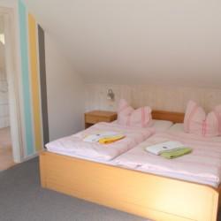 Das Doppelzimmer mit Bad im deutschen handicapgerechten Haus Hainichen für Menschen mit Behinderung.