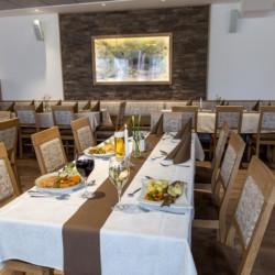 Speisesaal im deutschen Gruppenhaus Hotel Bayerischer Wald*** für barrierefreie Urlaube.