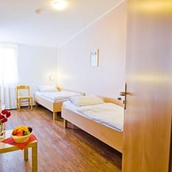 Zweibettzimmer im Gruppenhaus Ferienhof Kieler Bucht für Menschen mit Behinderung