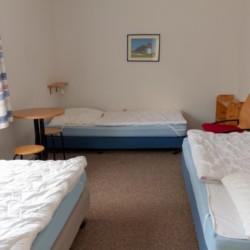 Ein Mehrbettzimmer im Freizeithaus Greifswalder Bucht in Deutschland am Meer.
