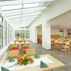 Speisesaal im barrierefreien Gruppenhaus Fit Hotel Much - Bergisches Land*** in Deutschland.