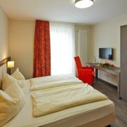 Ein Doppelzimmer im deutschen Freizeithaus Fit Hotel Much - Bergisches Land***.
