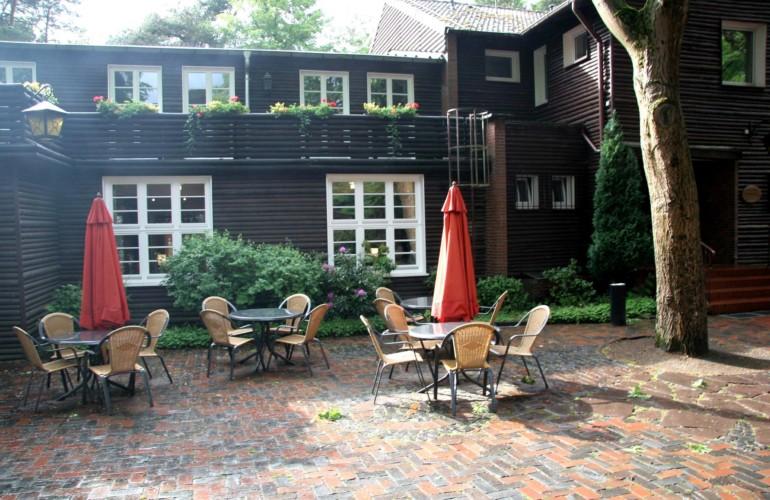 Die Terrasse am Gruppenhaus Ahlhorn in Deutschland.