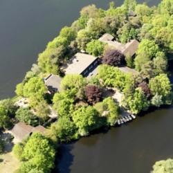 Das Gelände des Gruppenhauses Ahlhorn in Deutschland aus der Vogelperspektive.