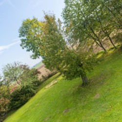 Außengelände vom Gruppenhaus Dornach in Bayern für Kinderfreizeiten