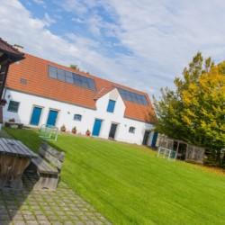 Außengelände vom Freizeitheim Dornach in Bayern für Jugendfreizeiten