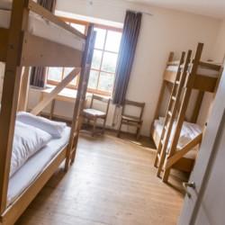 4-Bett-Zimmer im Gruppenhaus Dornach in Bayern für Kinderfreizeiten