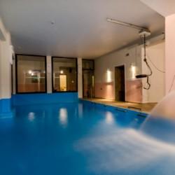 Das hauseigene Schwimmbad im Hotel Villa Olymp in Griechenland.