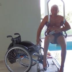 Ein rolligerechter Einstieg in das Schwimmbad im Hotel Villa Olymp in Griechenland.