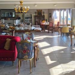 GRVO Der Speisesaal mit Meerblick im Rolli-Hotel Villa Olymp in Griechenland.