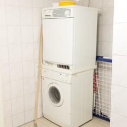 Waschmaschine und Trockner im niederländischen, barrierefreien Gruppenhaus Follenhoegh