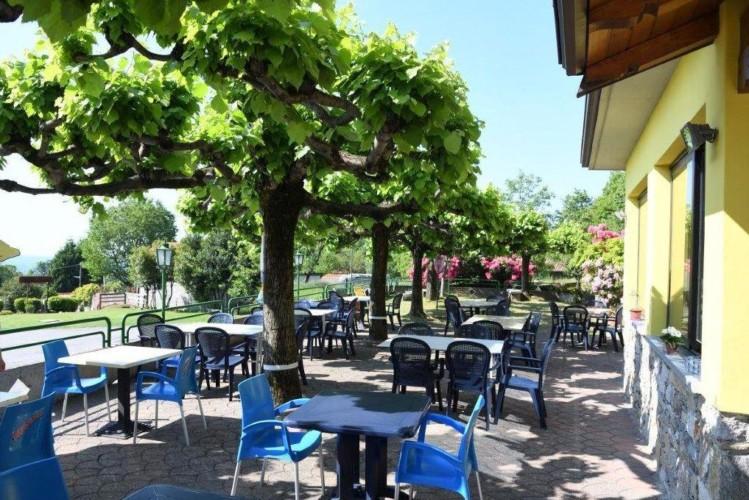 Der Außenbereich der italienischen Ferienanlage La Capannina.