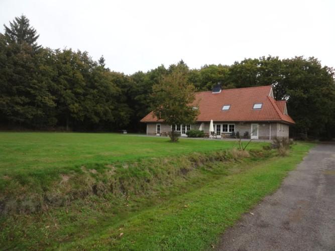Das niederländische Freizeitheim Stins von außen.