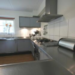 Die Küche im niederländischen Freizeitheim Stins.