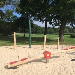 Spielplatz am niederländischen Freizeithaus De Sterre für Kinder und Jugendreisen.