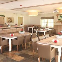 Speisesaal im Freizeitheim De Sterre für barrierefreie Kinder und Jugendreisen in den Niederlanden.