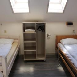 Handicapgerechtes Zimmer im Haupthaus des niederländischen Gruppenhotels Ameland.