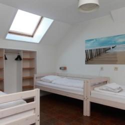 Die Zimmer im Haupthaus des Gruppenhotels Ameland in den Niederlanden.