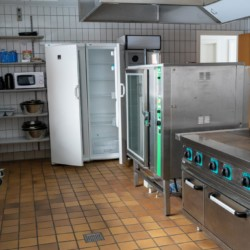 Der Küchenraum im dänischen Gruppenhaus Thy Bo.