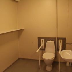 Rolligerechtes Badezimmer im dänischen Premium-Gruppenhaus Thy Bo.