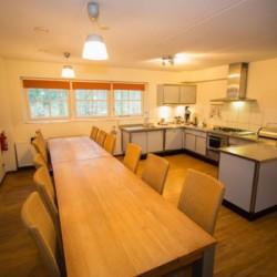 Küche im niederländischen barrierefreien Gruppenhaus Stins