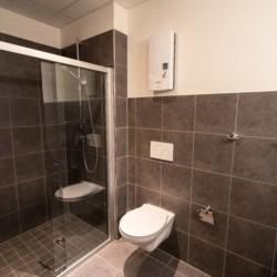 Badezimmer im Gruppenhaus Moselschleife in Deutschland.